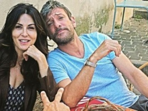 Sabrina Ferilli e Sergio Assisi in 'Rimbocchiamoci le maniche'